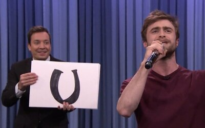 Daniel Radcliffe vyměnil hůlku za mikrofon a zarapoval si u Fallona!