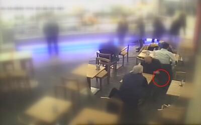 """""""Dannyho parťáci"""" z Brna na videu kradou muži z bundy 250 tisíc korun, policie žádá veřejnost o spolupráci"""