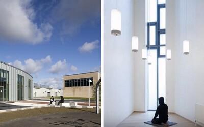 Dánská věznice připomíná spíš univerzitní městečko než basu. Trestanci tam mají velká okna, televize i vlastní obchod