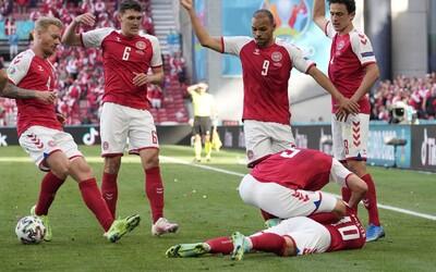 Dánsky futbalista počas zápasu na Euro 2020 proti Fínsku odpadol, oživovali ho 15 minút, zápas prerušili