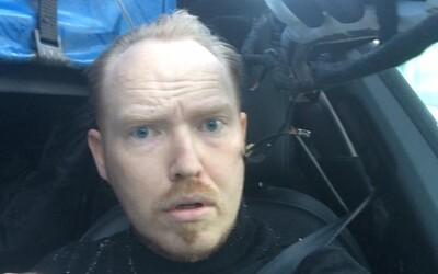 Dánský iluzionista si krátce po hrůzostrašné nehodě udělal kuriózní selfie, kterým apeluje na vládu