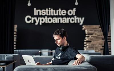 Darknet je výrazne bezpečnejší ako díler na ulici, hovorí profesionálny hacker Juraj Bednár (Rozhovor)
