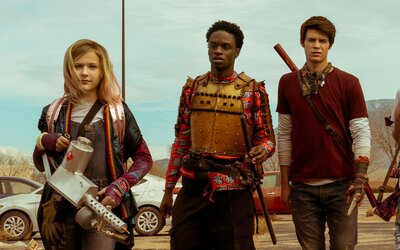 Daybreak bude novým seriálovým hitom od Netflixu. Dospelí sú zombie a tínedžerom patrí skvelo vyzerajúci post-apo svet