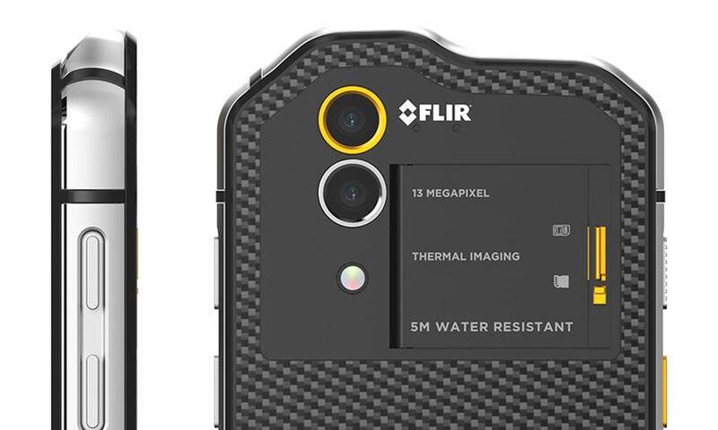 První smartphone s vestavěnou termální kamerou Flir.