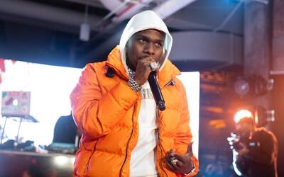 Raper DaBaby čelí kritice za své homofobní komentáře. Hit Levitating možná vyjde v nové verzi bez něj.