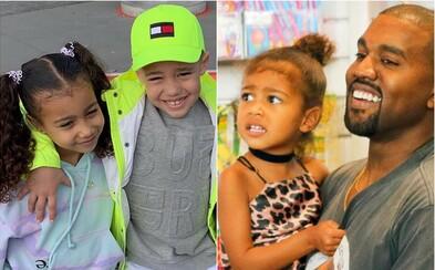 Dcéra Kanyeho Westa má 7-ročného ctiteľa, ktorý jej kupuje luxusné značkové darčeky za peniaze z rapu