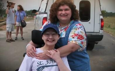 Dcéra nechala zavraždiť vlastnú matku, pretože jej celý život klamala, že má leukémiu a potrebuje vozíček