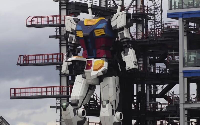 Budúcnosť je tu: Sleduj prvý krok obrovského 18-metrového robota.