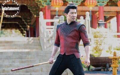 Dlhoočakávaná marvelovka Shang-Chi a legenda o desiatich prsteňoch má nový trailer. Je sa na čo tešiť