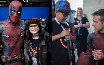 Deadpool je inspirací pro děti bojující s rakovinou. Ryan Reynolds s filmovým štábem přivítal dvě dobročinné nadace