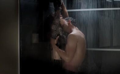Debutový trailer pre Päťdesiat odtieňov temnoty je plný vášne, sexu a napätia