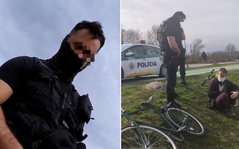 VIDEO: Policajti sa vysmiali Jakubovi, ktorý upozornil na muža bez rúška. Jeho kamaráta označili vulgárnym výrazom.