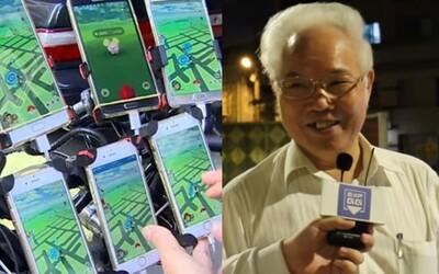 Dědeček hraje Pokémon Go pomocí 11 mobilů připevněných na kole. Denně u hry stráví i 20 hodin