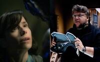 Del Torove The Shape of Water sa predstavuje na čerstvých obrázkoch a vnadí na nezabudnuteľný filmový zážitok