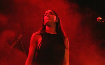 Delilah odmenila Slovákov po dlhom čakaní emotívnym, ale krátkym koncertom (Fotoreport)