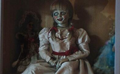 Démonická bábika Annabelle rozpútava peklo priamo v dome Eda a Lorraine Warrenovcov