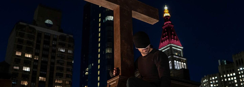 Démonický Kingpin sa vracia na scénu. 3. séria Daredevila s Bullseyom a krvavou brutalitou vychádza už dnes!