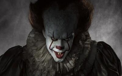 Démonický klaun vraždí deti prekliateho mestečka v parádne atmosferickom traileri očakávaného hororu It podľa Stephena Kinga
