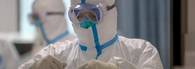 Denní nárůst nakažených: V Česku přibylo 442 případů, v nemocnicích je 171 osob s covidem-19