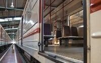 Denní provoz pražské MHD ode dneška končí ve 22:00, pak vyjedou noční spoje