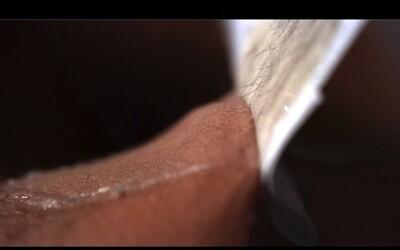 Depilácia chlpatých nôh vyzerá v spomalených záberoch omnoho horšie než naživo. Dan a Gav si aj zakričali