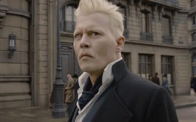 Deppův Grindelwald bude i ve Fantastických zvířatech 3. Proč ho studio obsadilo i přes jeho skandály?