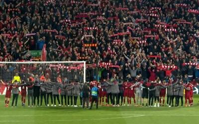 Desetitisíce fanoušků Liverpoolu zpívaly You'll Never Walk Alone po výhře nad Barcelonou spolu s dojatými hráči