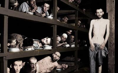 Desítky natlačených židů v jedné místnosti. Obarvené fotky holokaustu ti připomenou nejsmutnější období našich dějin
