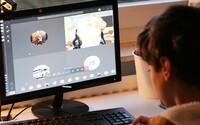 Desítky tisíc českých dětí nemají přístup k počítači. Pomoci jim můžeš i ty