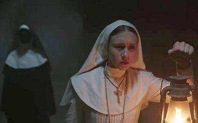 Desivá Mníška z The Conjuring 2 pochová v temnej ukážke nevinnú obeť zaživa