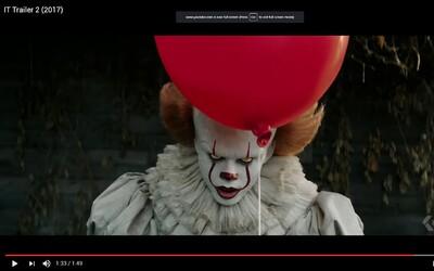Desivý klaun straší deti v temných podzemných tuneloch v mrazivej ukážke z hororu It