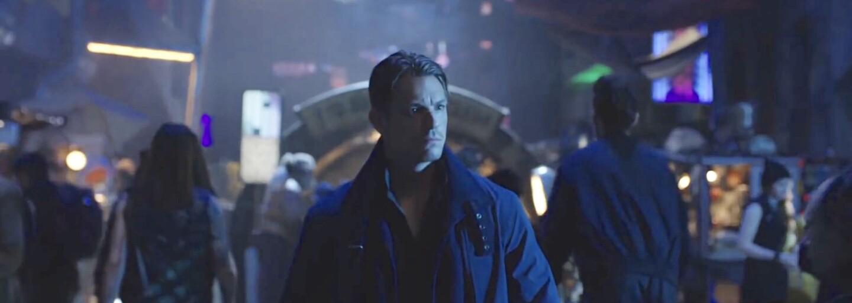 Detektívny sci-fi seriál Altered Carbon odhaľuje prvé zábery cyberpunkovej budúcnosti. Vojak Joel Kinnaman sa v ňom vydá na lov vraha
