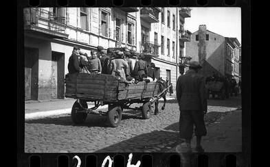 Děti odvážené do koncentračních táborů či umírající lidé ležící na zemi. Fotky z období holokaustu hrnou slzy do očí