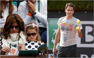 Deti Rogera Federera si čítajú slovenské rozprávky, kým otec pobehuje po kurte. Na slovenčinu nezabúdajú