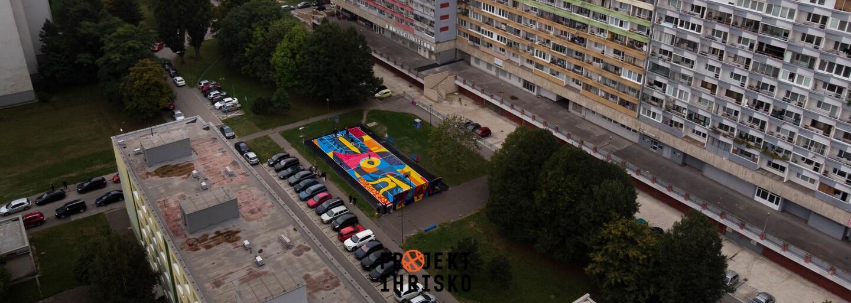 Deti sa už majú kde hrať. Projekt Ihrisko rozžiaril sivú Petržalku a chce motivovať mládež, aby viac športovala