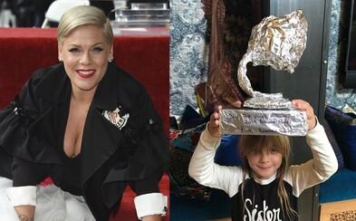 Deti speváčky Pink obdarovali svoju mamu vlastnoručne vyrobenou cenou Grammy, keď žiadnu oficiálnu nezískala