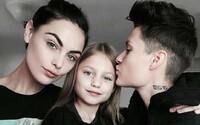 Děti vychovávané lesbickými páry jsou v dospělosti stejně šťastné jako potomci heterosexuálů