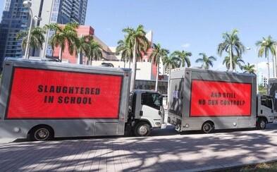 Deti zabité v školách, no stále žiadna regulácia zbraní? Protestanti sa inšpirovali úžasným filmom a cez bilbordy hovoria k svetu