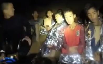 Dětem, které uvízly v jeskyni v Thajsku, chtějí nainstalovat internet. Budou tak moci komunikovat s rodinami