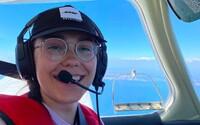 Devatenáctiletá pilotka se chystá na cestu kolem světa. Chce se zapsat do Guinessovy knihy rekordů