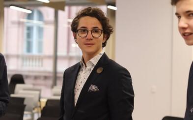 Devatenáctiletý designér vyvíjí aplikaci, která má přilákat dárce krve. Firmy se o něj rvou, a to ještě neodmaturoval (Rozhovor)