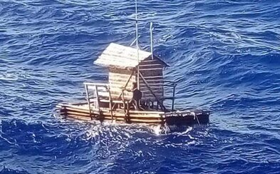 19-ročný rybár prežil 49 dní na oceáne v drevenej loďke. Živil sa tým, čo ulovil, a vodu si filtroval cez tričko