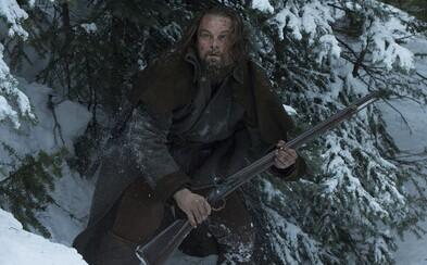 DiCaprio uteká pred Indiánmi v prvej celej scéne z Revenanta, len aby sa na koni zrútil z útesu