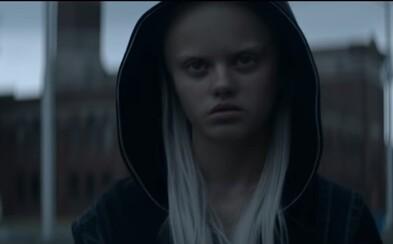 Die Antwoord přichází s videoklipem lákajícím na pražský koncert. Yolandi se tu jako mimozemšťan potýká se smutkem a vyloučením