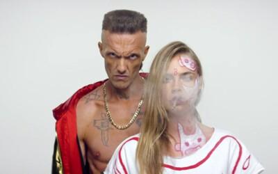 Die Antwoord si do hvězdně obsazeného klipu Ugly Boy pozvali Mansona a Caru Delevingne