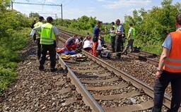 Dívky, které se fotily na kolejích v Bratislavě, podlehly zraněním. Strojvedoucí srážce už nedokázal zabránit