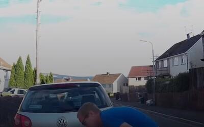 Dílera drog dostala do väzenia kamera vlastného auta. Nahrala, ako predáva drogy svojim zákazníkom
