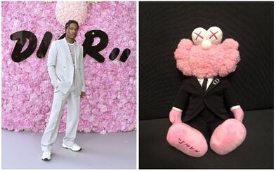 Dior pod vedením Kima Jonesa spája eleganciu a sofistikovanosť s humorom. Inštalácie a plyšové hračky od KAWSA sú fenomenálne