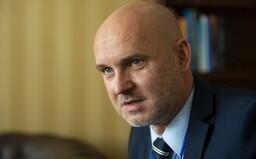 Diplomovka ministra školstva Gröhlinga je vraj kombináciou kompilátu a plagiátu