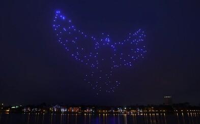 Disney a Intel spravia na oblohe počas sviatkov veľkú svetelnú šou. 300 dronov bude svietiť a lietať vo formácii